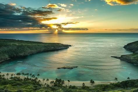 Photographic Print: Sunrise over Hanauma Bay on Oahu, Hawaii by Leigh Anne Meeks : 24x16in