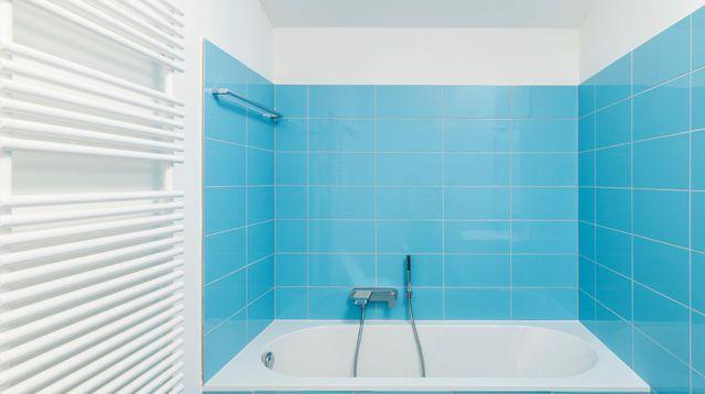 Peindre carrelage cuisine, salle de bains  les étapes à suivre - Comment Peindre Du Carrelage De Cuisine