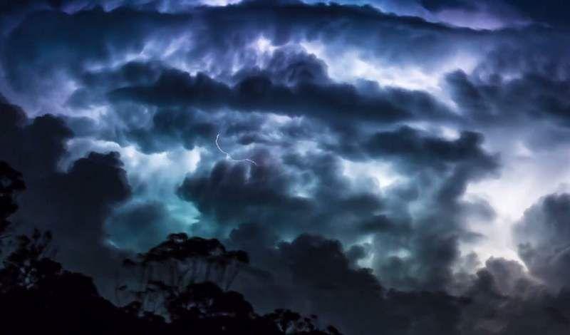 Most Frightening Thunderstorm Timelapse Thunderstorms - This thunderstorm time lapse is absolutely terrifying