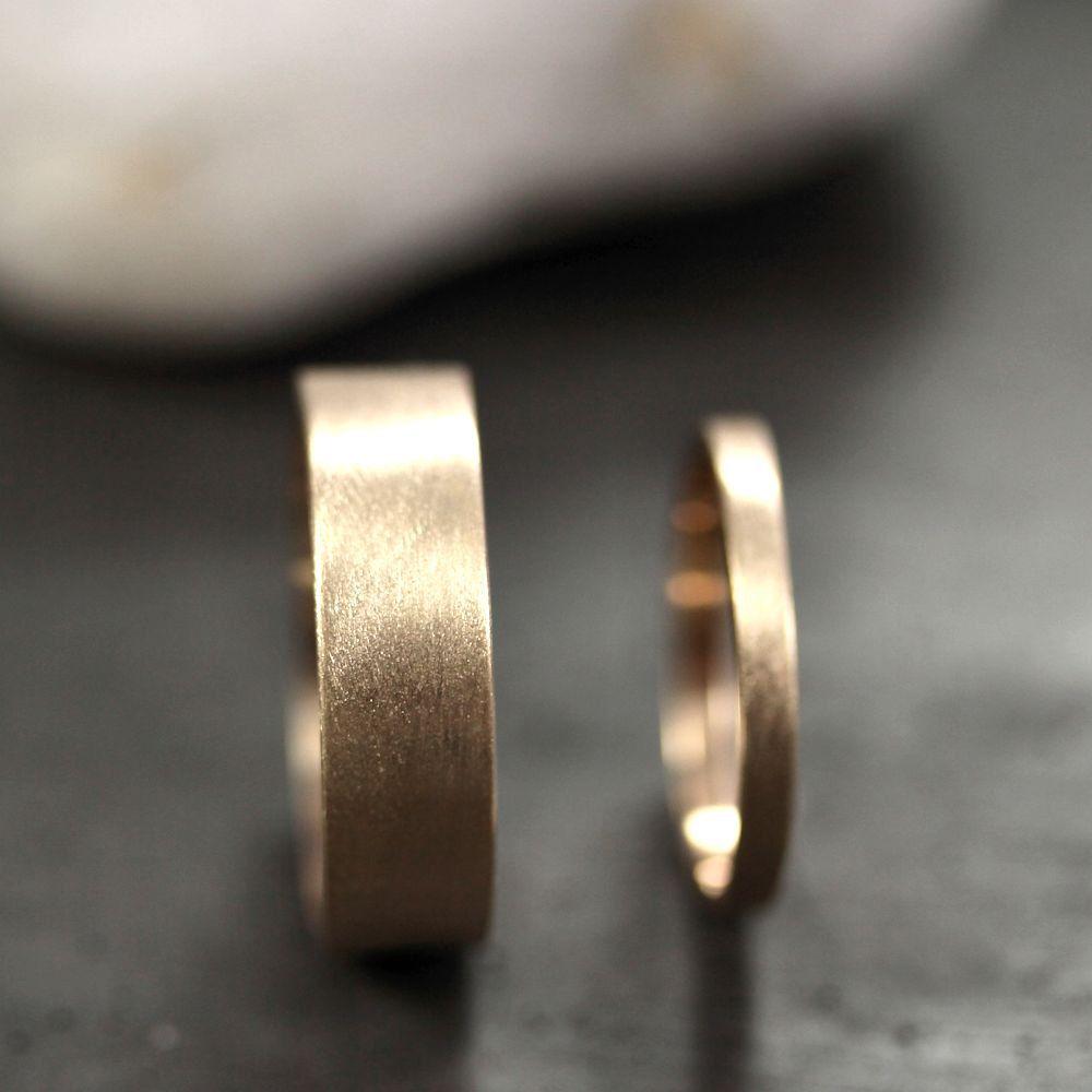 Gold Hochzeit Band Set, seine und ihre 6mm und 2mm gebürstet flach 10k Recycling Gelbgold Hochzeit Ring Set Gold Ringe – made in Ihren Größen
