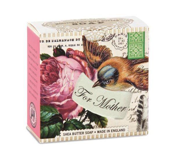 Este suave jabón es un  bello detalle para mamá creado especialmente para cuidar de ella.