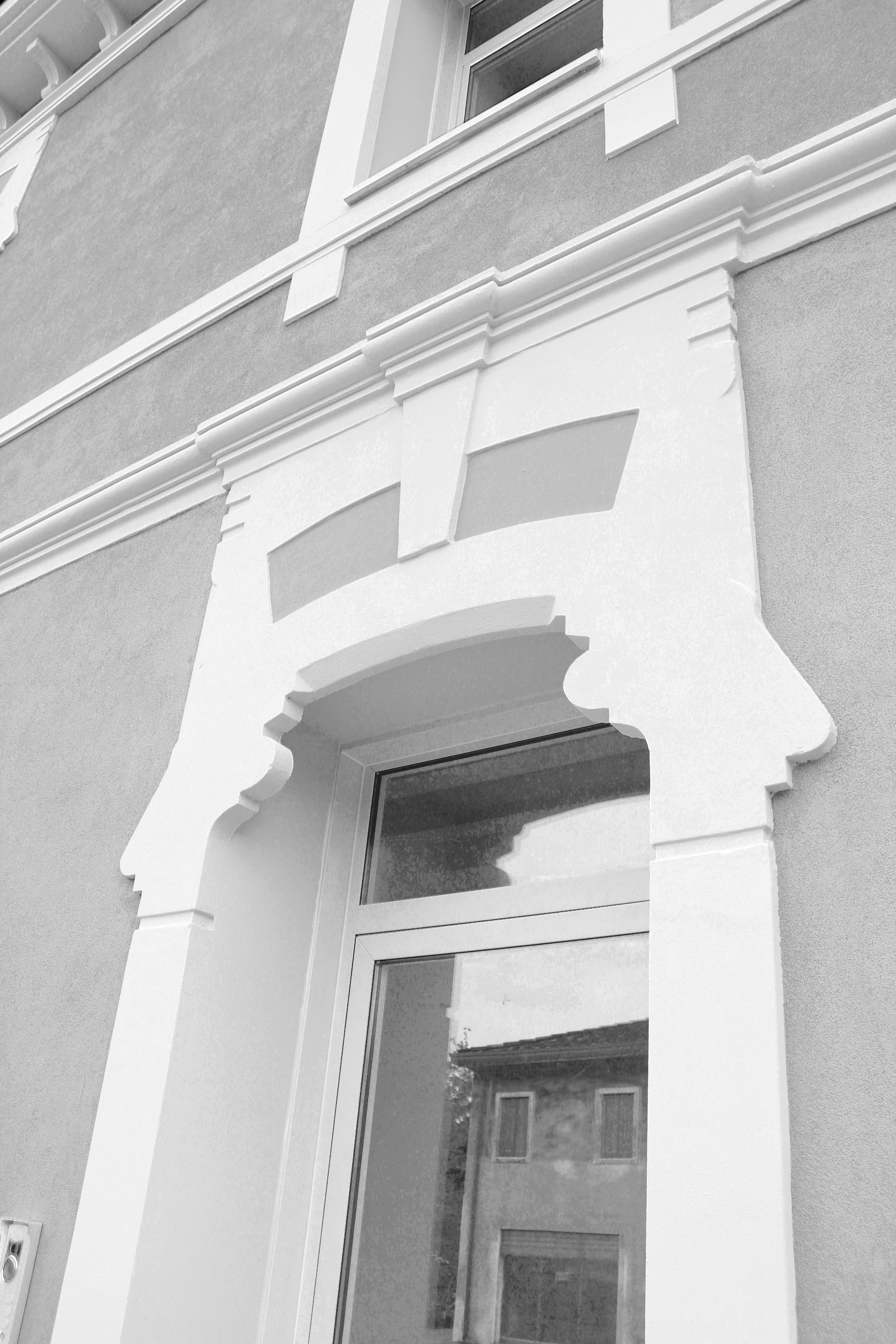 Decorazioni per finestre cornici per facciate cornici decorative per esterni cornici in - Cornici finestre in polistirolo ...
