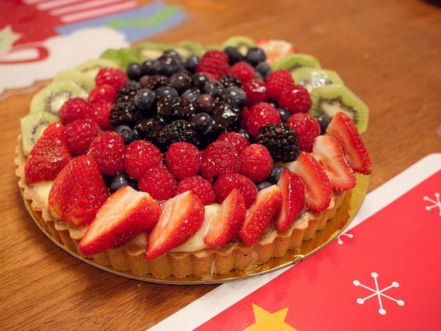 whole foods fruit tart | Christmas Food | Pinterest | Fruit tarts ...