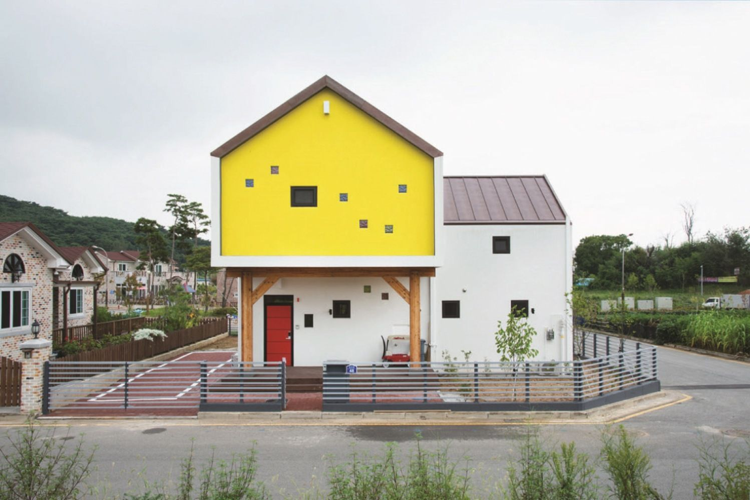 Gallery of Iksan T-House / KDDH architects - 14