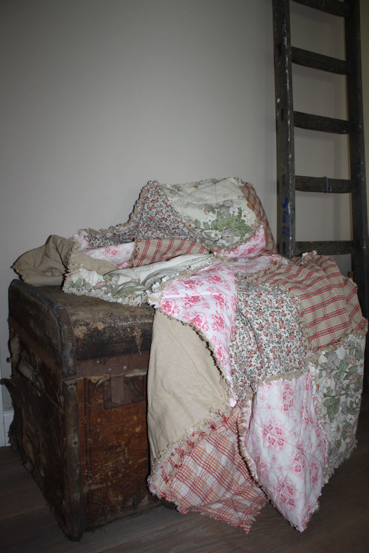 Net klaar, deze mooie rag quilt met antiek duitse stofjes.