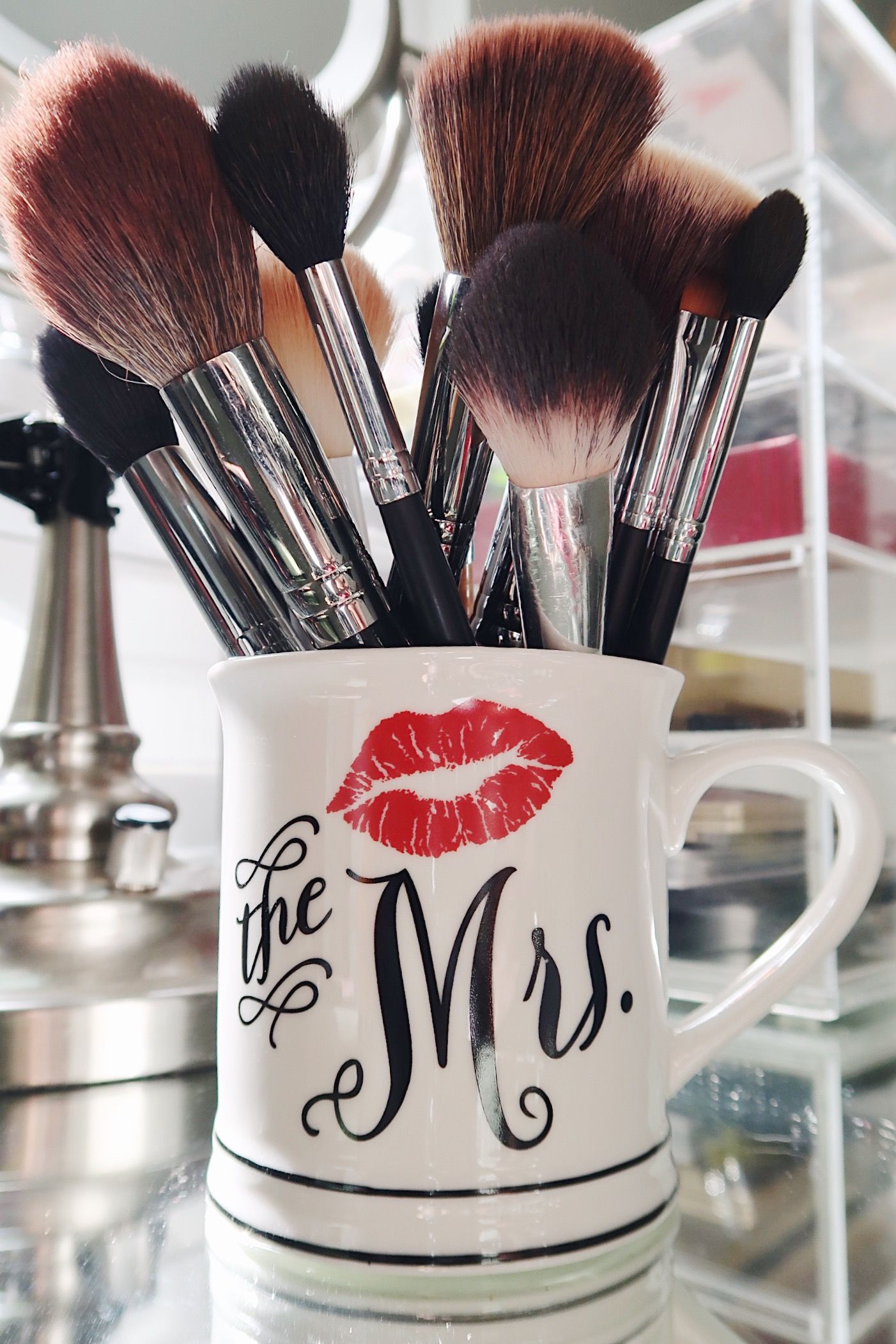 Makeup brush storage, Mrs mug, beauty room Makeup brush