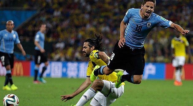 Mario Yépes – 9 La cuota de experiencia fue exactamente eso. Yépes fue bravo cuando tuvo que serlo, fue alto y rechazador cuando lo exigió el partido. El capitán se dirige a cuartos, premio a toda una carrera, a todo el sacrificio y todo el trabajo constante en este duelo con Uruguay.
