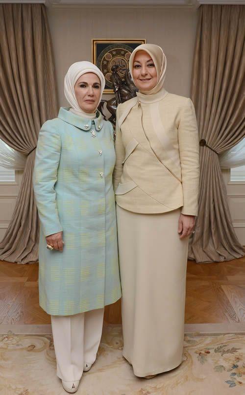 Cumhurbaskanligi Kosku Kiyafetleri Ortuluyum Com Tesettur Giyim Modelleri Ve Tesettur Modasi Tasarimlari Giyim Islami Moda Kiyafet