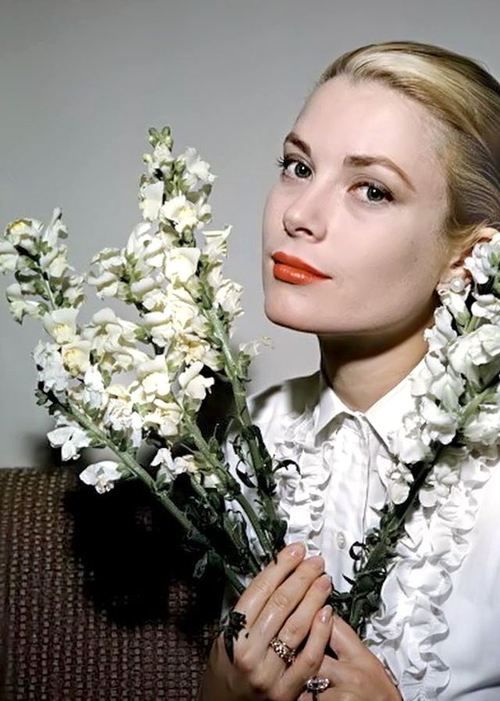 Grace Kelly #beauty - More at http://cine-mania.it