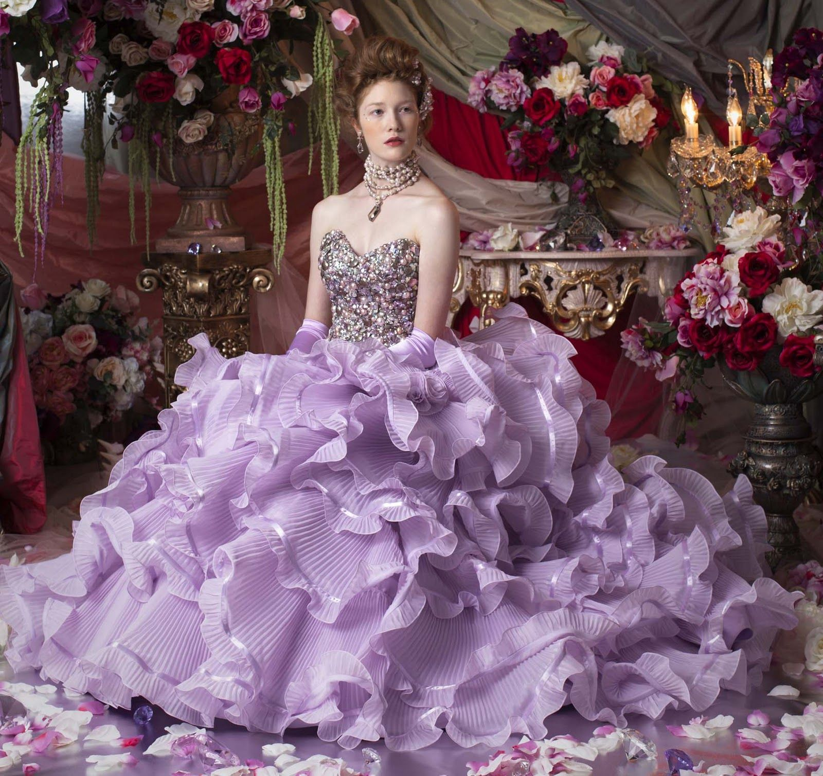 Vestido noiva lilás e roxo | Purple wedding gown, Gowns and Collection