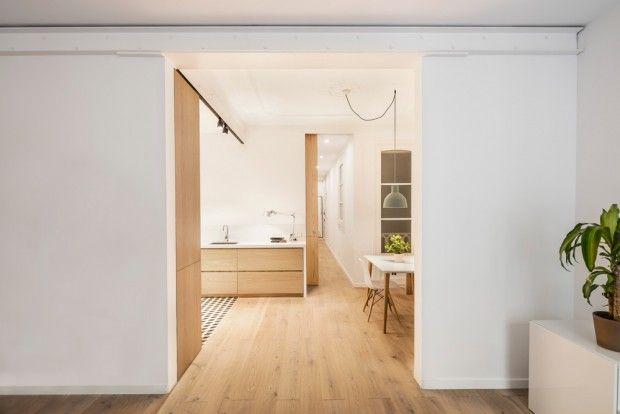 L'architecte espagnol Adrian Elizaldea collaboré avec Clara Ocaña, avec qui il a fondé EO arquitectura, pour concevoir la rénovation d'un appartement de 6