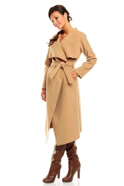 Trenchcoat M & J Bruin €52,03 incl. BTW  Lange jas met riem en grote kraag. Comfortabel en soepelvallend model, makkelijk te combineren met vrijwel ieder ander kledingstuk.
