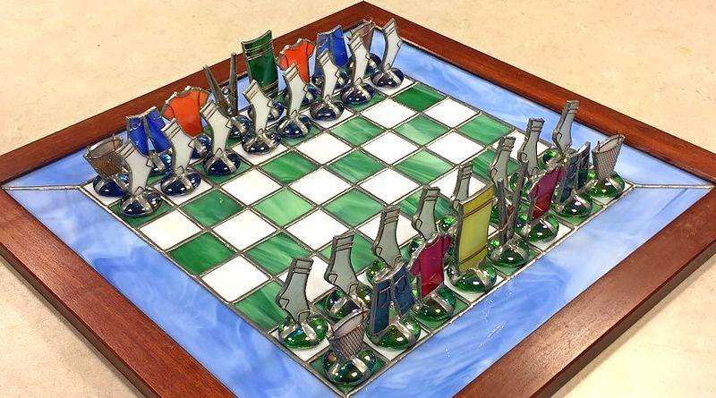 Jogo De Xadrez Com Pecas Formadas Por Roupas De Vidro E Metal Jogo De Xadrez Xadrez Jogo Jogos