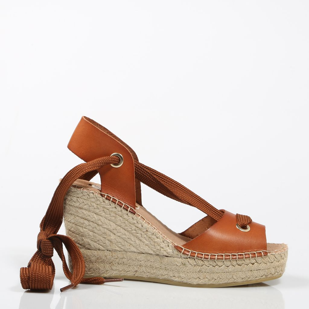 05211096ca79 Vidorreta SS18 15200 is a gorgeous sandal espadrilles handcrafted in  leather. This tan pair has