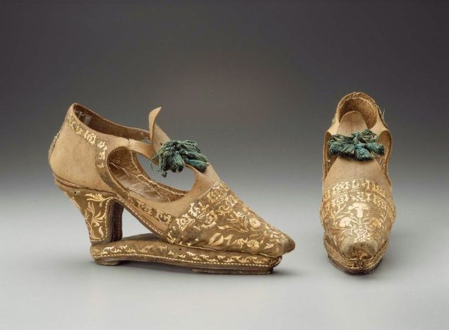 Slap-heels, designed to keep shoes from sinking into muck or wet soil