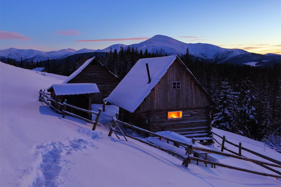 A Trodden Path Leads To The Wooden House In The Snow On The Background Of Beautiful Snow Capped Mountains House Chalet Mys Wooden House Wooden Cabins House