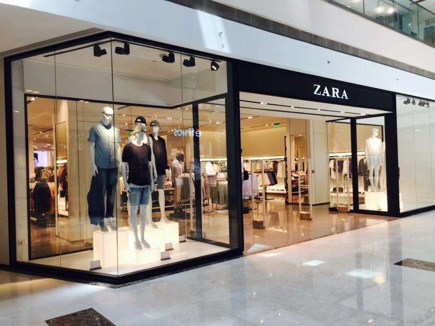 Kartinki Po Zaprosu Zara Stores Store Interiors Boutique Interior Retail Store Design