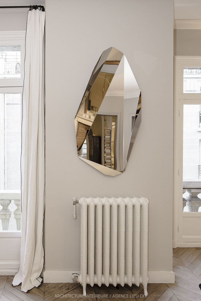 murs gris lin clair rideaux blancs