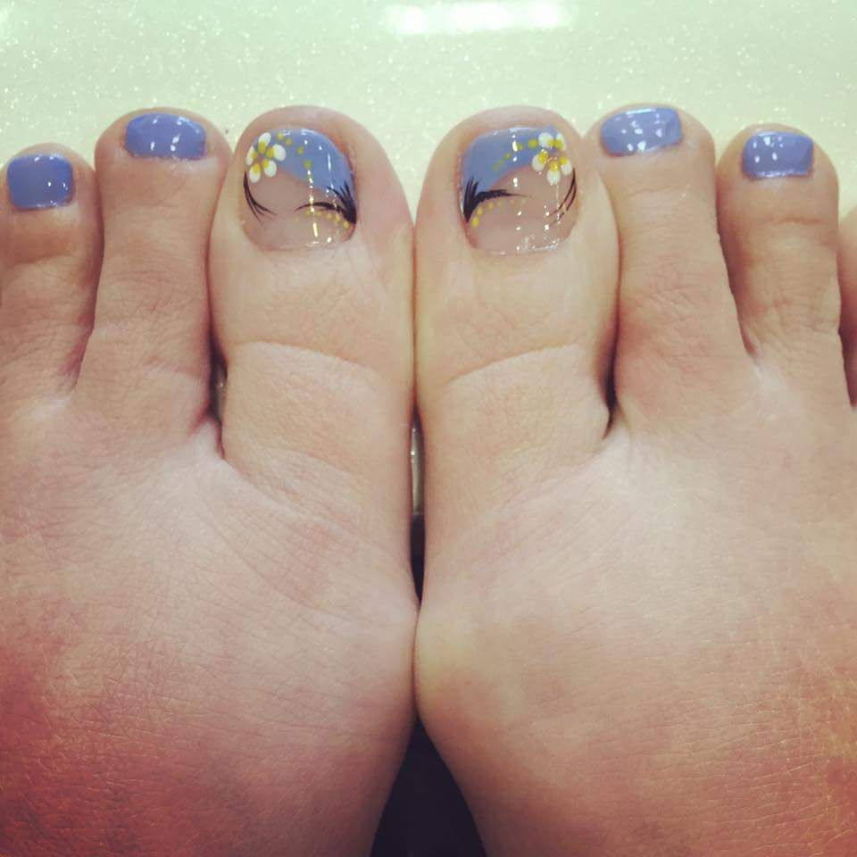 52 Incredible Toe Nail Designs That Are Downright Magnetic Nail