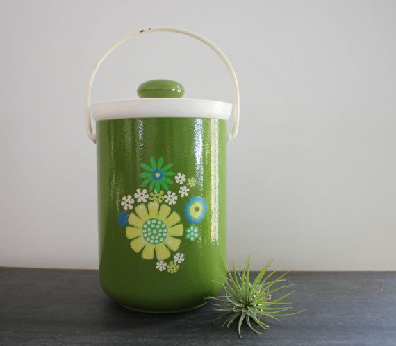 Retro green and white metal ice bucket with by carouselandfolk