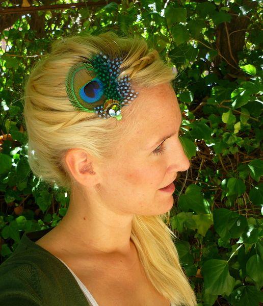 tocado de pavo real y plumas verdes de la chia por dawandacom