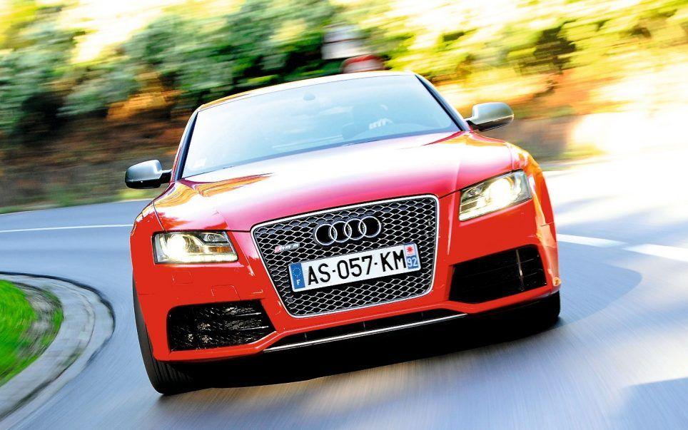 Avec sa fiche technique hyper affûtée, la RS5 se montre presque plus radicale que la R8, la supersportive maison! Performante et efficace, elle transforme l'élégant coupé Audi en véritable sportive.