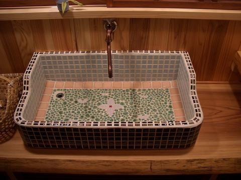 なつかしい昭和を思い出すレトロ流し 旅館ホテル改修設計 設計事務所アトリエ15のブログ レトロなバスルーム モザイクプロジェクト インテリア 収納