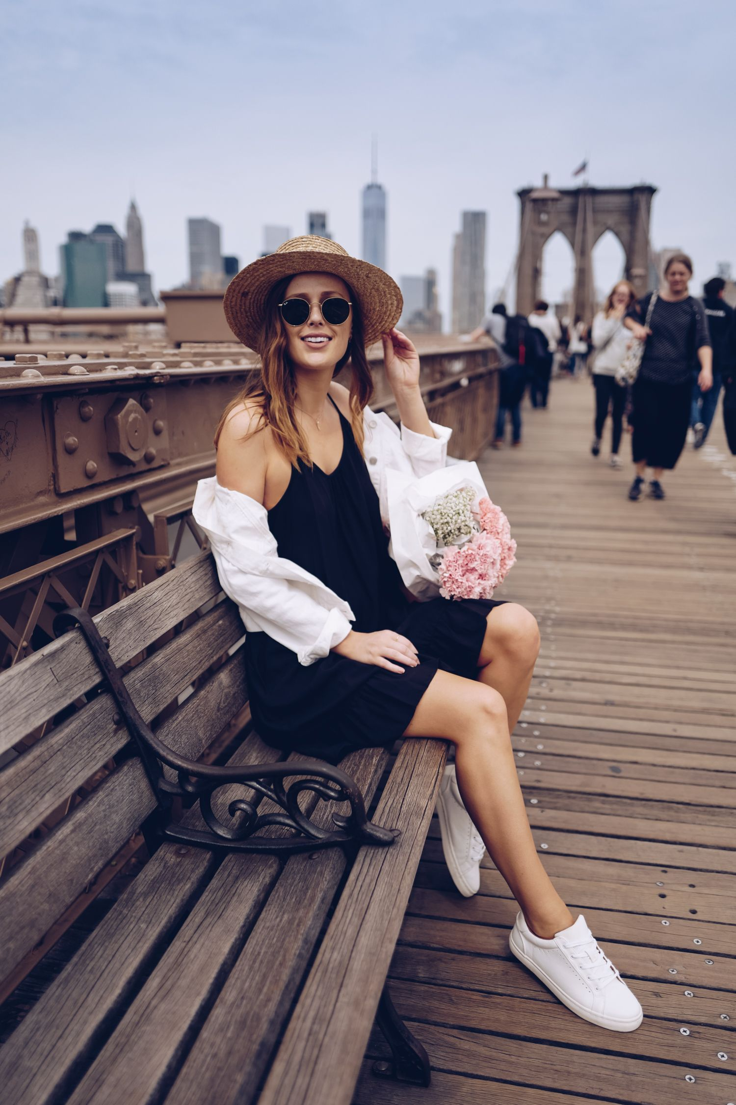 STREET STYLE: Casual Spring travel outfit. Boater hat and
