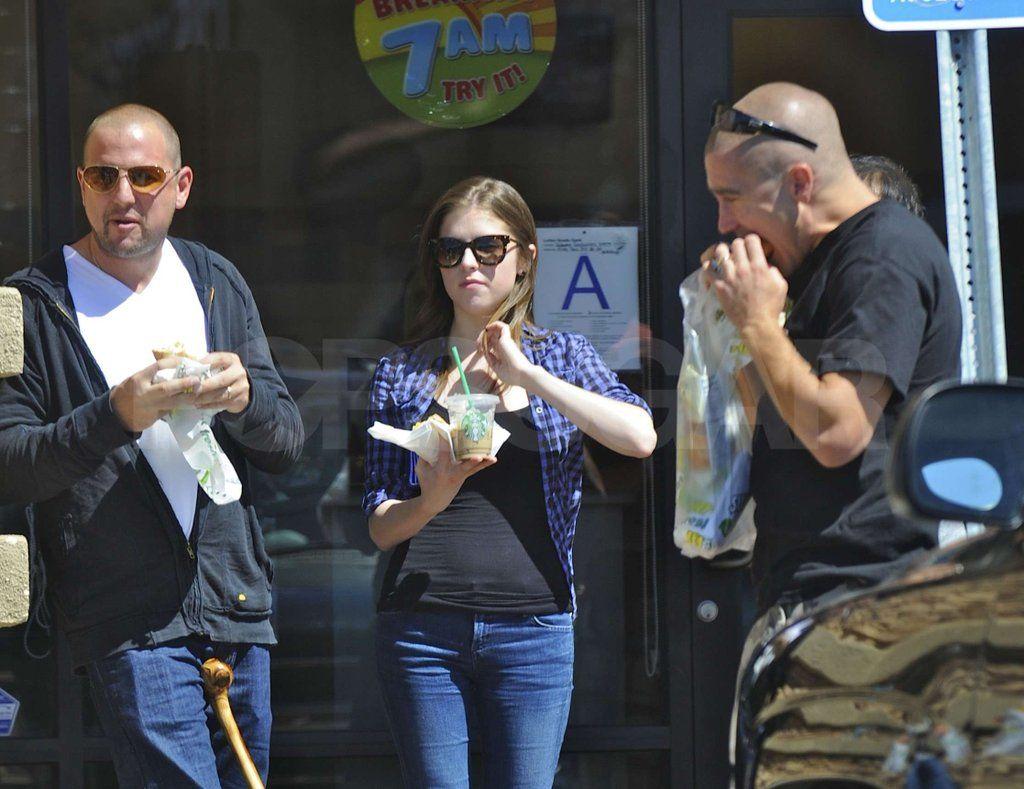Jake Gyllenhaal dating Anna Kendrick returnert misjonær dating skjema