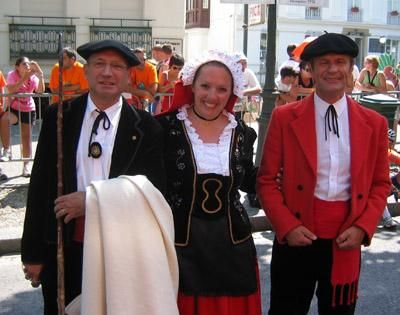 French Traditional clothing - Google Search | Traditional Dress ...