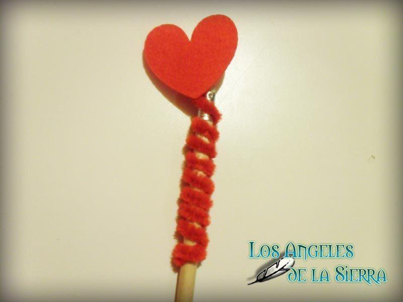 Lápices de San Valentin  Haz con tus hijos esta manualidad para que puedan regalársela a quien más quieren. http://www.losangelesdelasierra.es/?p=1858