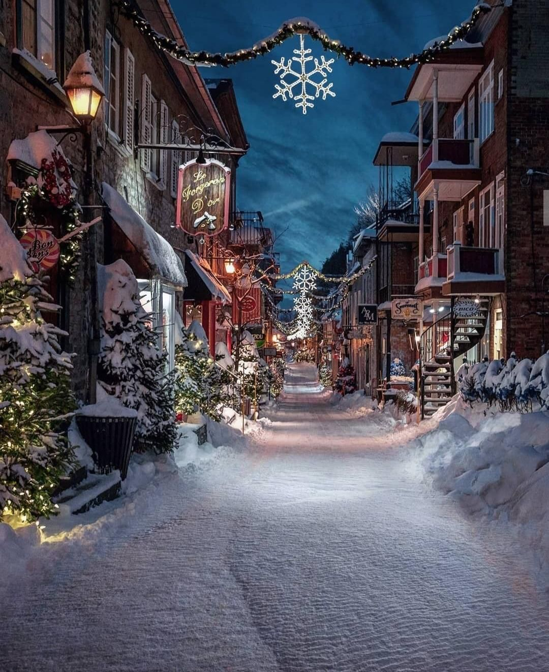 Rue Du Petit Champlain Quebec City Cities Buildings Photography In 2020 Snowy Christmas Scene Christmas Wonderland Christmas Scene