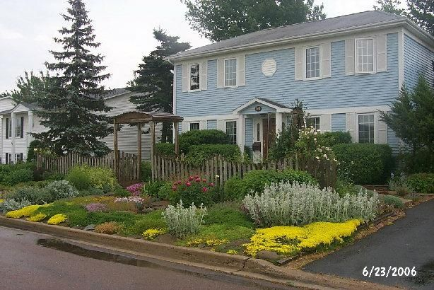 Xeriscaping in moncton new brunswick front yards for Xeriscaped backyard design
