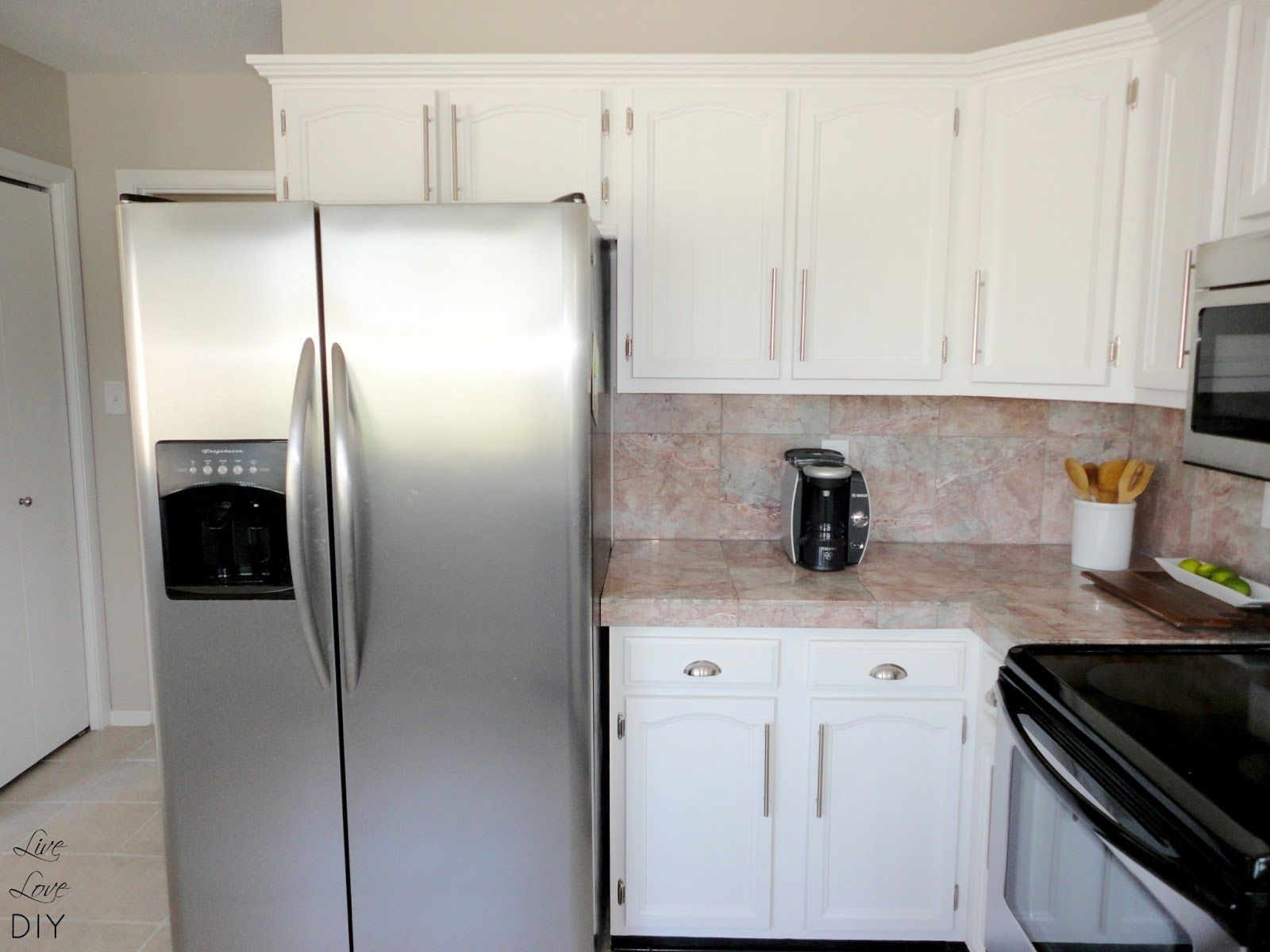 Livelovediy How To Paint Kitchen Cabinets In 10 Easy Steps Diy Kitchen Remodel Painting Kitchen Cabinets White Kitchen Island Countertop