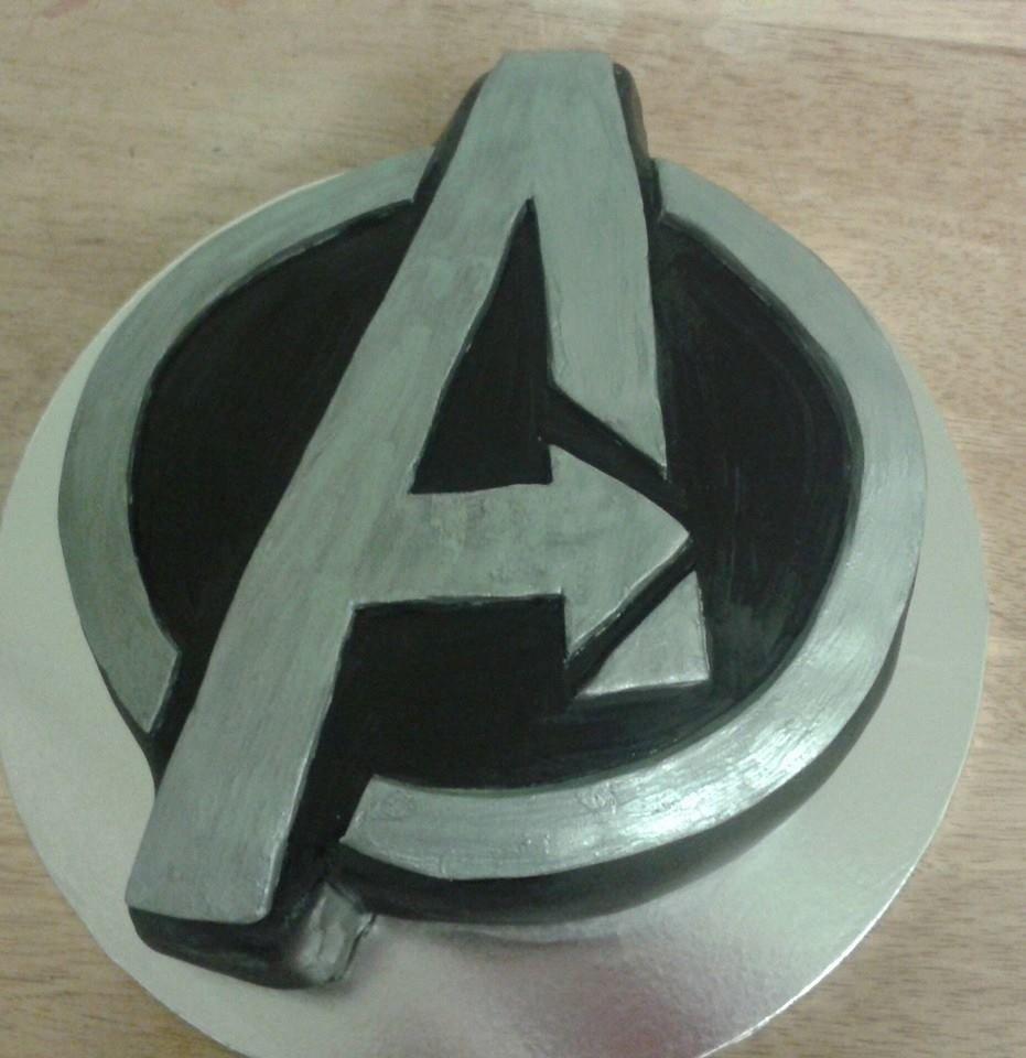 Avengers symbol birthday cake cakes pinterest birthday cakes avengers symbol birthday cake biocorpaavc