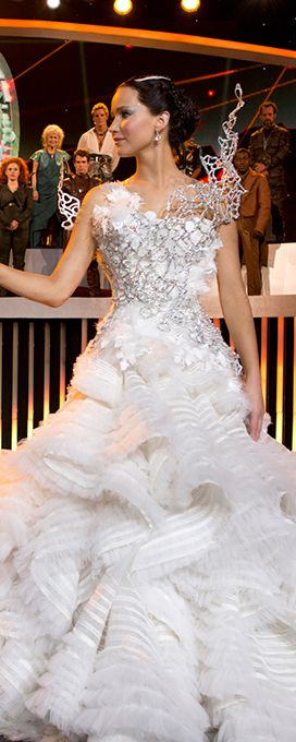 Vestito Da Sposa Katniss Everdeen.Celebrity Weddings And Engagements Movie Wedding Dresses