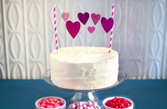 How sweet is this DIY cake topper? Would be great for any event, but especially weddings!