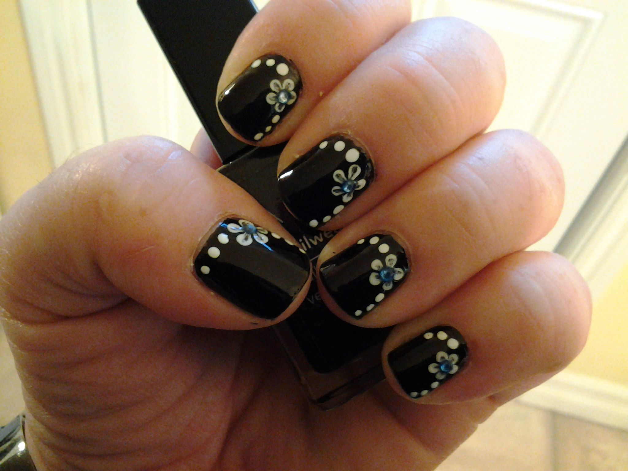 I really like flowers with gems on nail designs. | nails | Pinterest ...