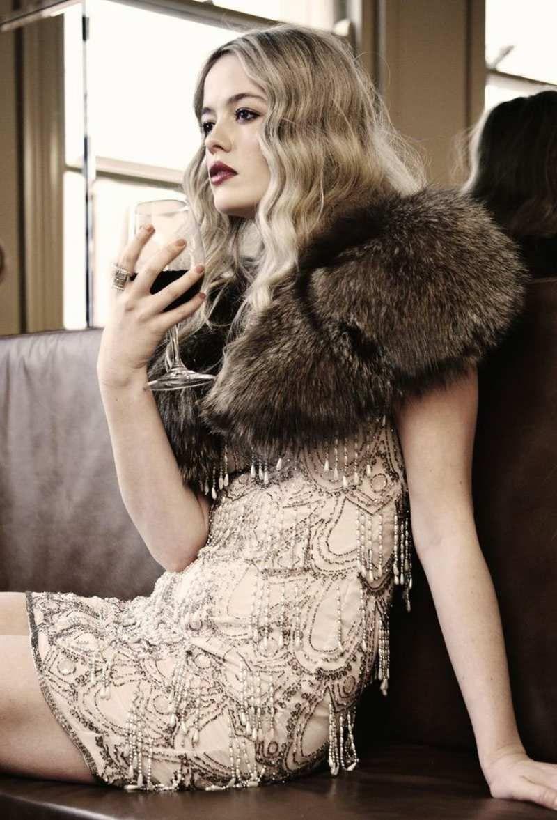 gatsby kleid mit stickereien und bolero aus fell. Black Bedroom Furniture Sets. Home Design Ideas