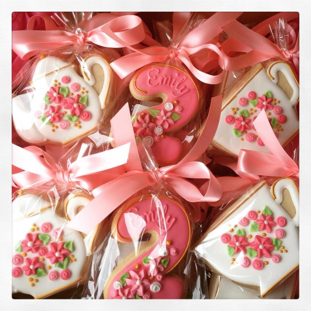 Simply Love These Birthday Party Favors For 2 Year Old Emily Tea Two Teafortwo Buttercupcookie Birthdaycookies Birthdaypartyfavors