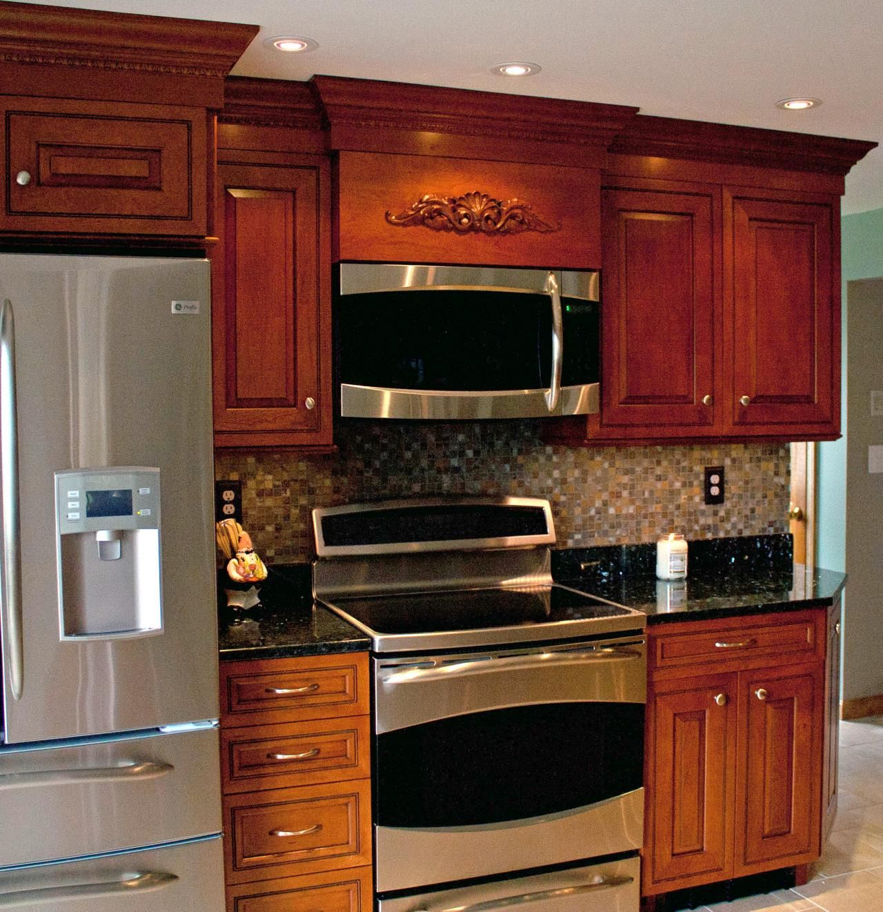 Kitchen Furniture Perth: UltraCraft Perth Amboy Cherry Amber With Brown Glaze