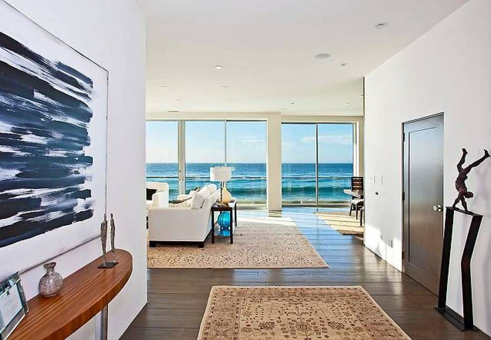 Modern Beach House Interior With Area Rugs And Wooden Floor ~ Modern  Interior Design Rugs: