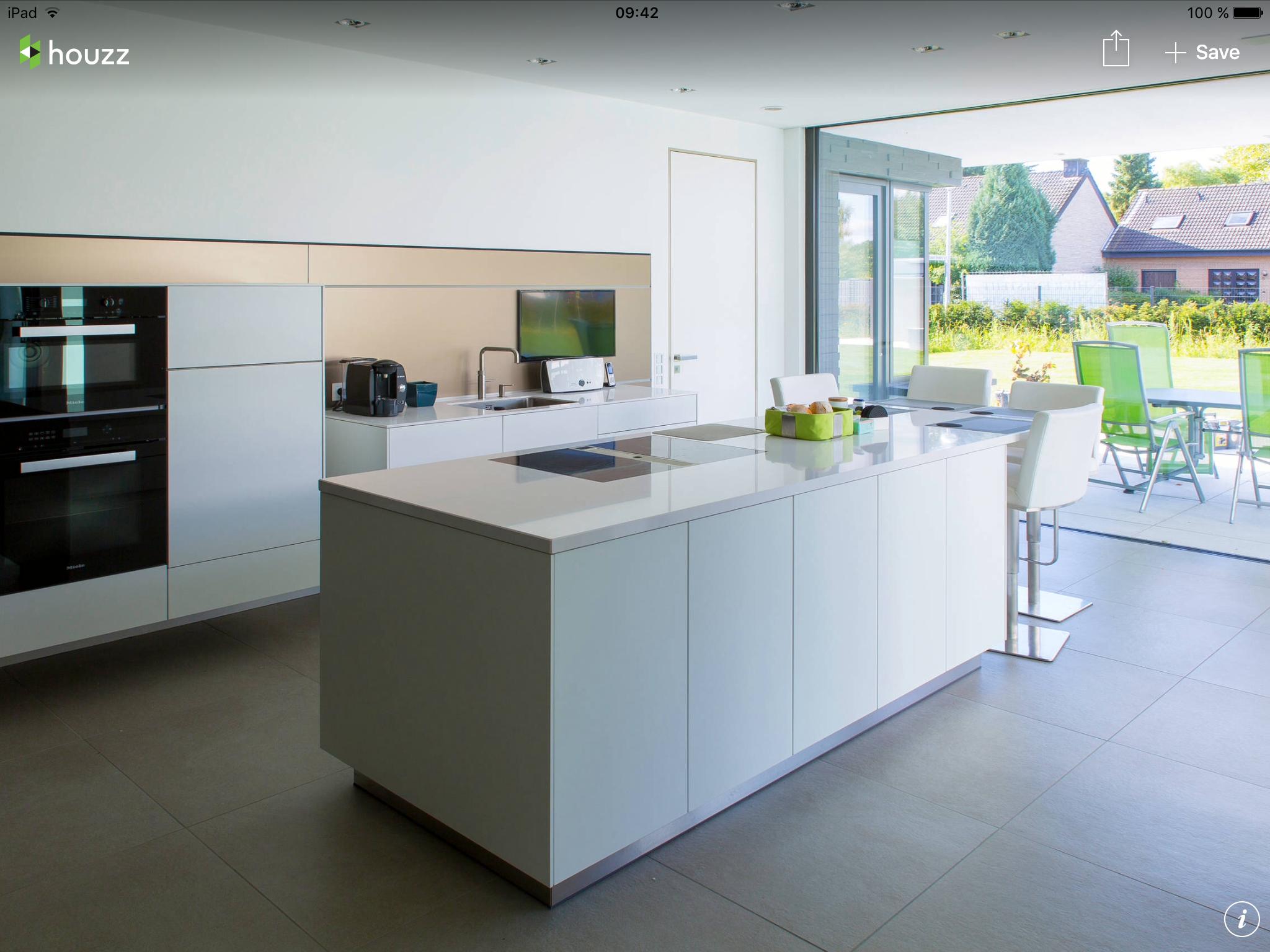 Matt white cabinets with shiny white countertop | House - Kitchen ...