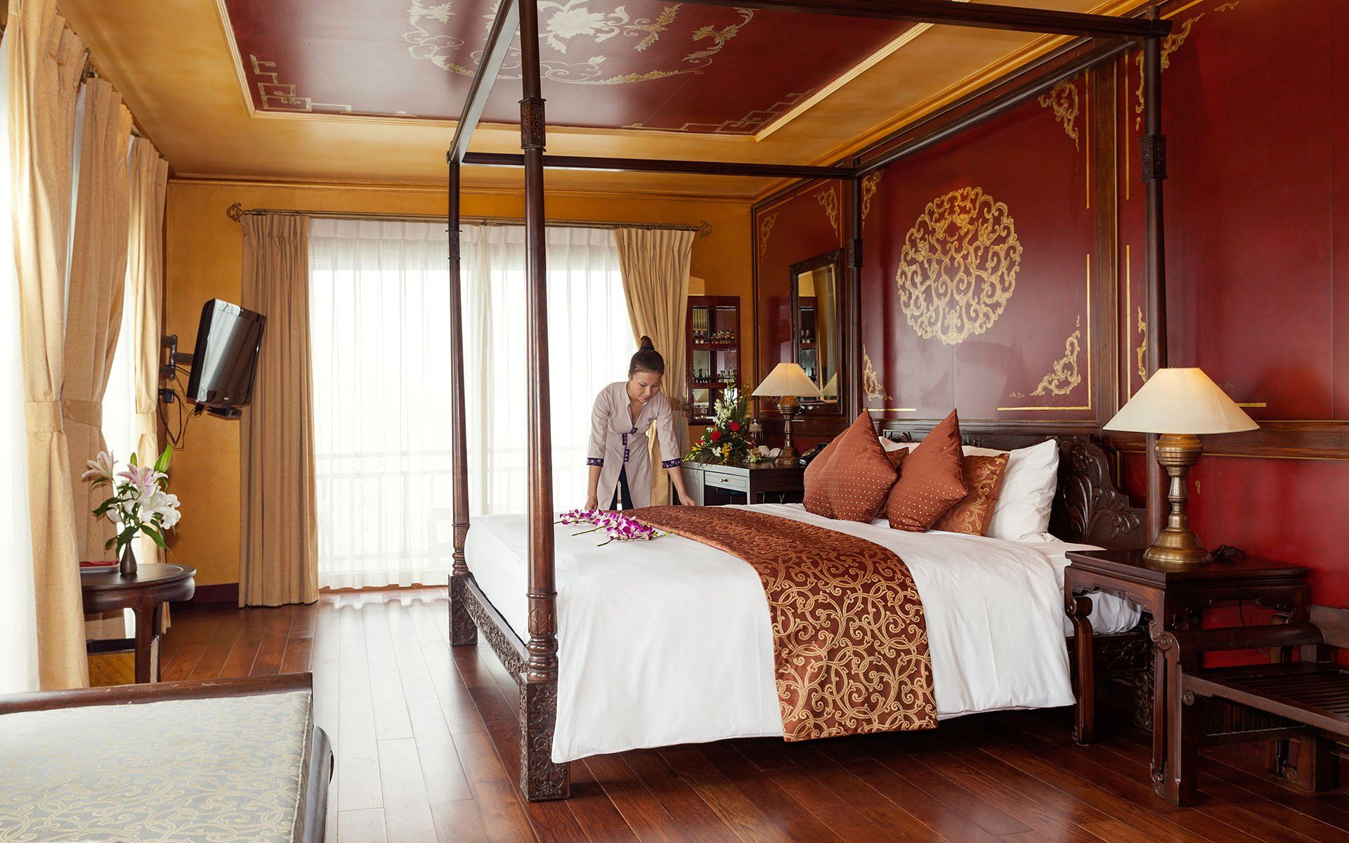 Heritage Line Violet Luxury Hotel Offers Cruise