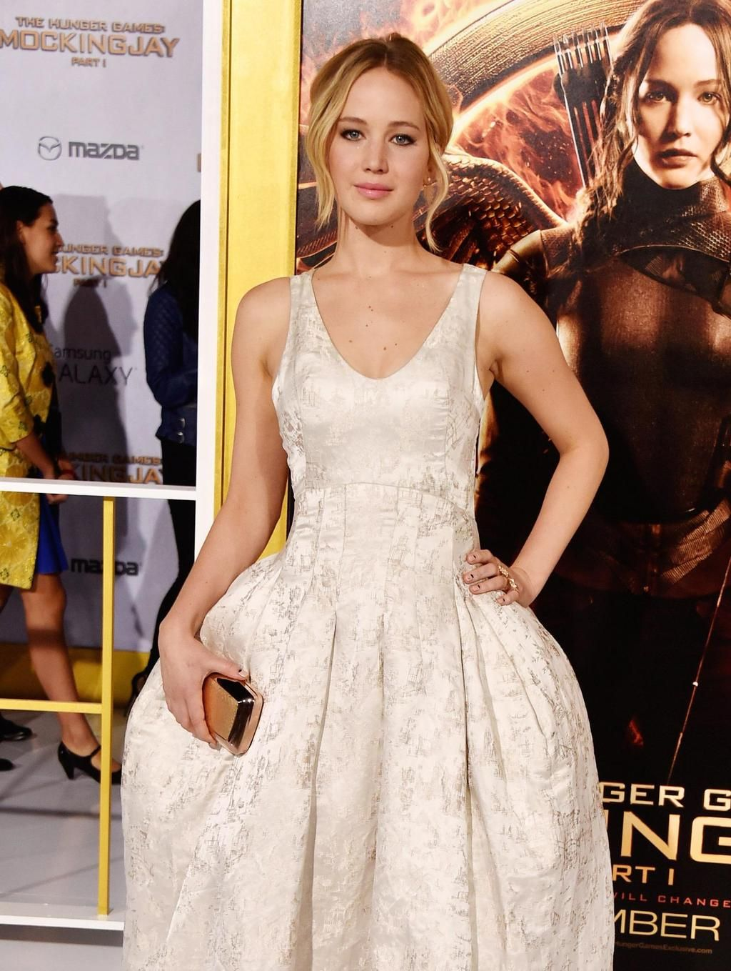 Jennifer Lawrence continues to kill it on the @HungerGamesUK red carpet: http://bit.ly/11pYQCo