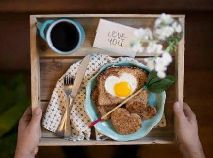 Café na cama. #diadosnamorados #valentinesday #breakfast #egg #heart