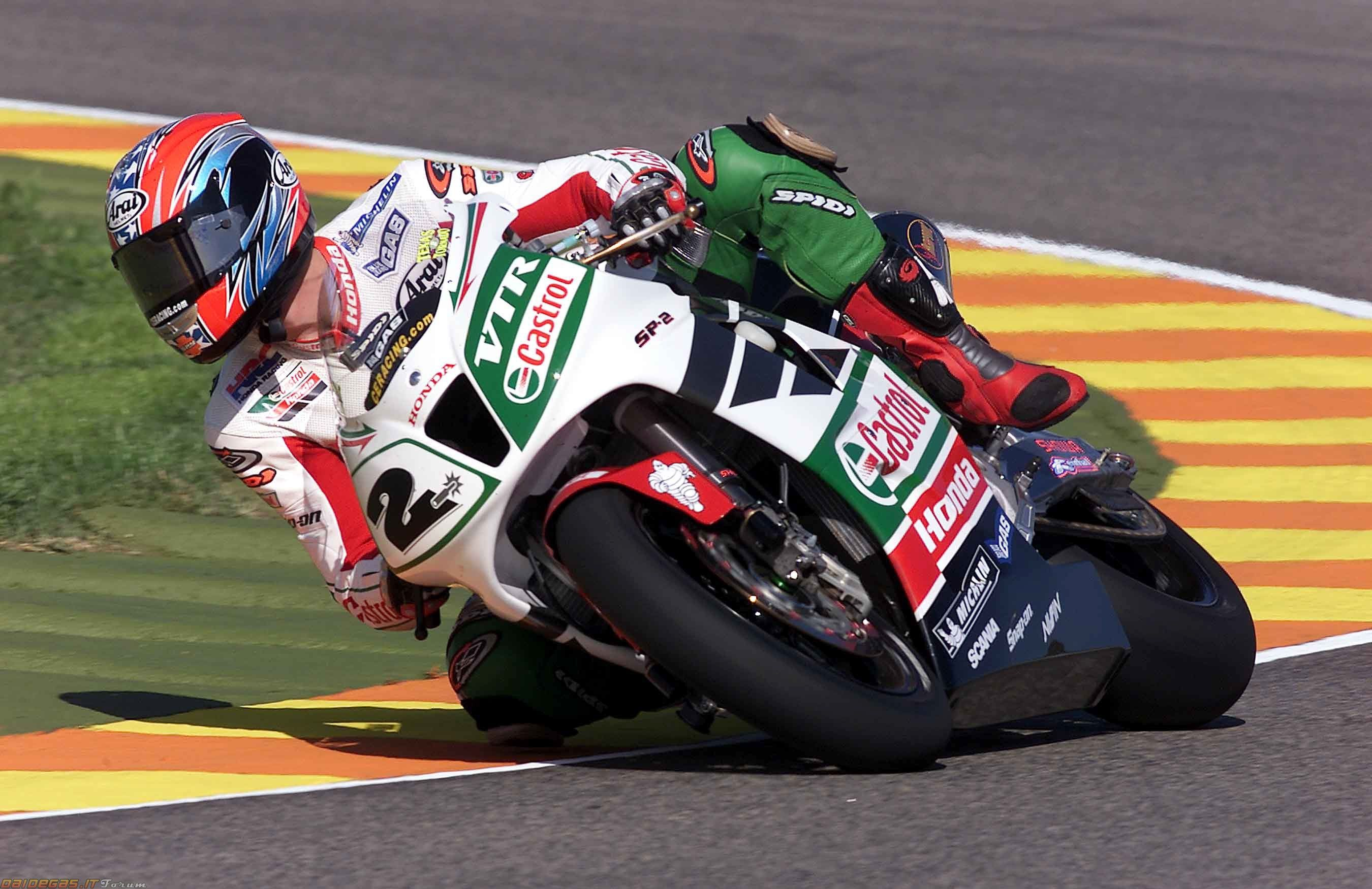 I miss the days when my bike was the wsbk champion of the world colin edwards on the 2002 castrol honda
