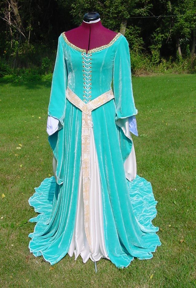 1000  images about Medieval dresses on Pinterest - Medieval gown ...