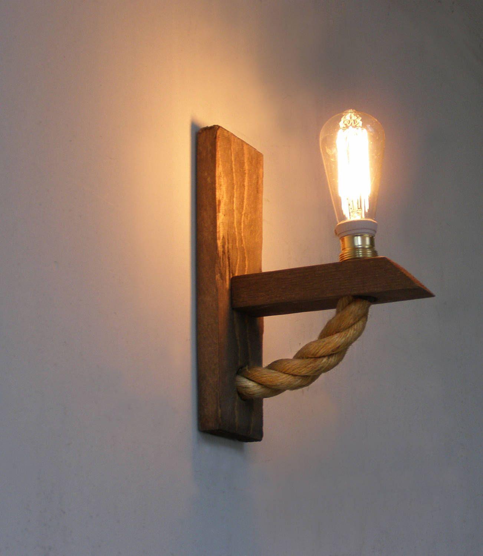 L mpara de pared reclamado de l mpara de madera con cuerda - Como hacer lamparas de techo artesanales ...