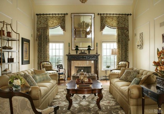 Soggiorno in stile classico | Living rooms, Sitting rooms and Valance